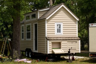 dan-tiny-house-exterior