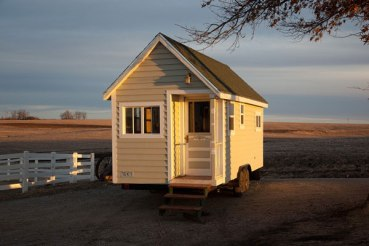 johnnys-luxurious-tiny-house-cabin-on-a-trailer-01
