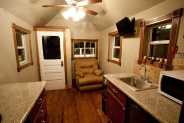 johnnys-luxurious-tiny-house-cabin-on-a-trailer-03