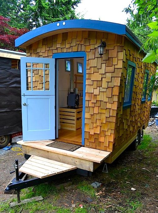 tiny-house-on-a-trailer-home-l-59e189ae5f25c1af