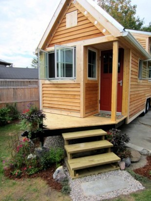 tiny-house-with-porch-over-hitch-450x600