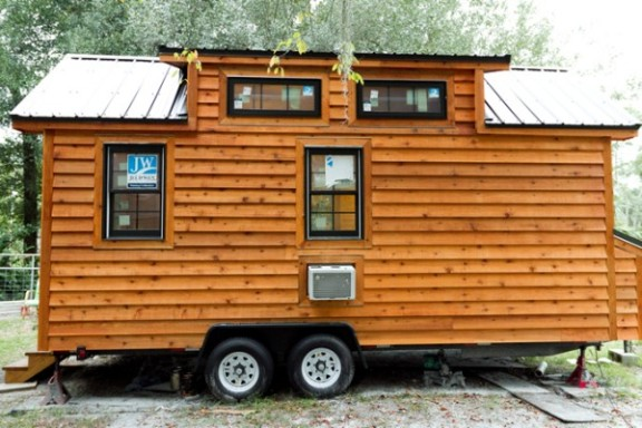 tiny-living-tiny-house-exterior-3-600x400